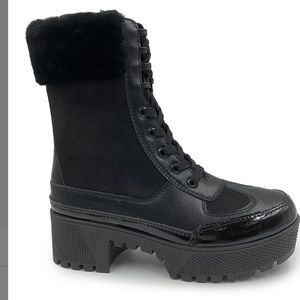 BLACK POWERFUL WOMEN MOTTO COMBAT BOOTS IN SIZE 10